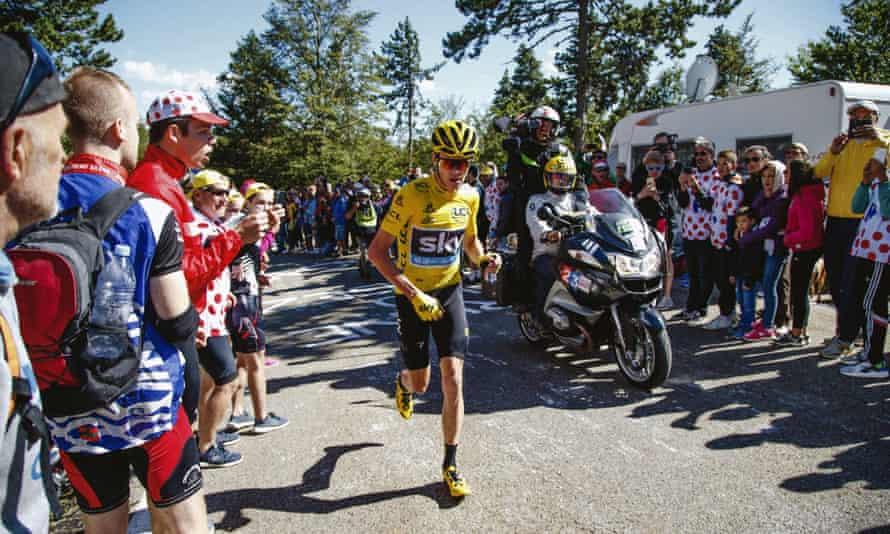 Chris Froome runs up Mont Ventoux