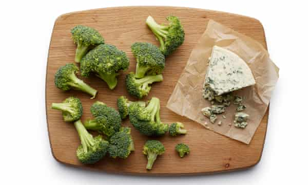 Felicity Cloake's broccoli and stilton soup 01