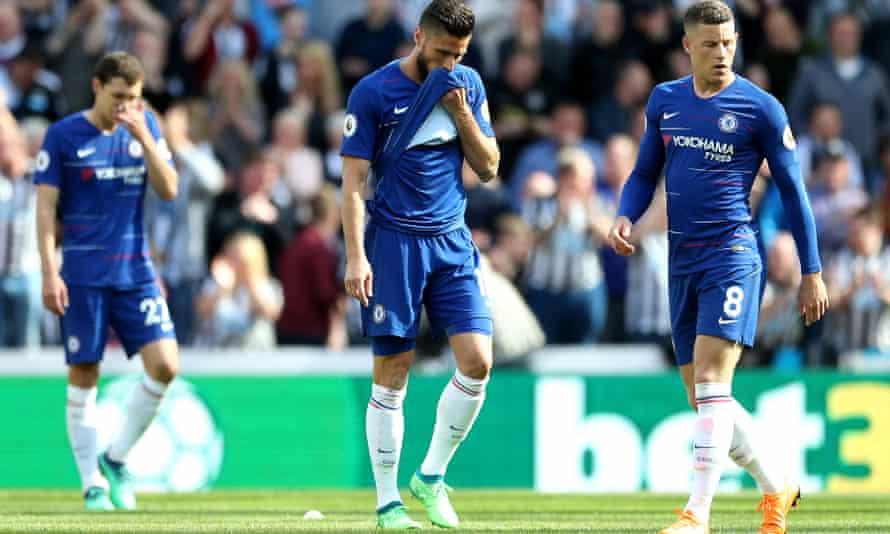 Olivier Giroud of Chelsea looks dejected as Newcastle beat his side 3-0.