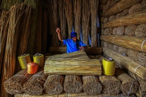 Bulrush by Ümmü Kandilcioğlu, Turkey. Winner of the sustainability in practice prize. The photograph shows a worker making straw bundles from reeds
