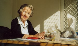 Beatrice de Cardi in 2004. When she was no longer able to dig, she continued cataloguing artefacts.