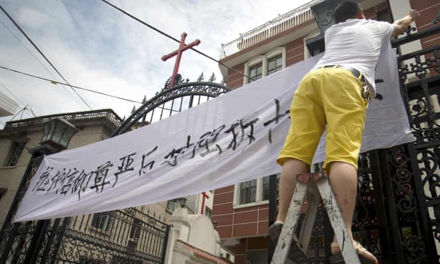 Christians protest at the removal of crosses from their church in Yongjia in eastern China's Zhejiang province.