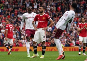 Manchester United's Bruno Fernandes (centre) reacts after missing a late penalty kick.