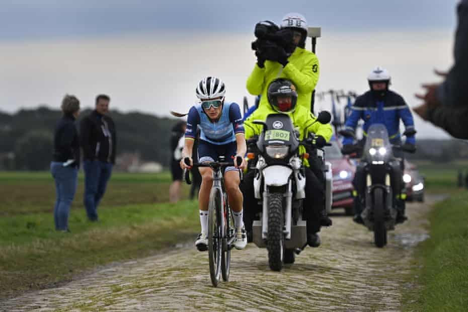 Lizzie Deignan making light work of the cobbles on the way to Roubaix.