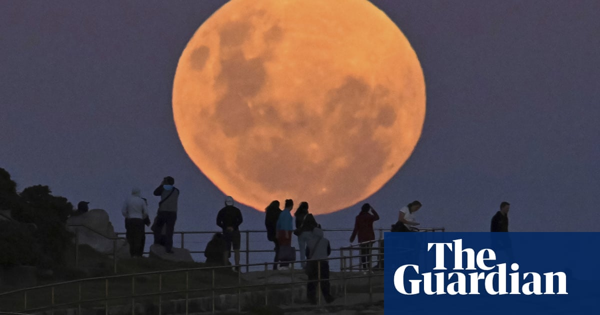 How to take a good photograph of the moon on your phone or camera with the right settings