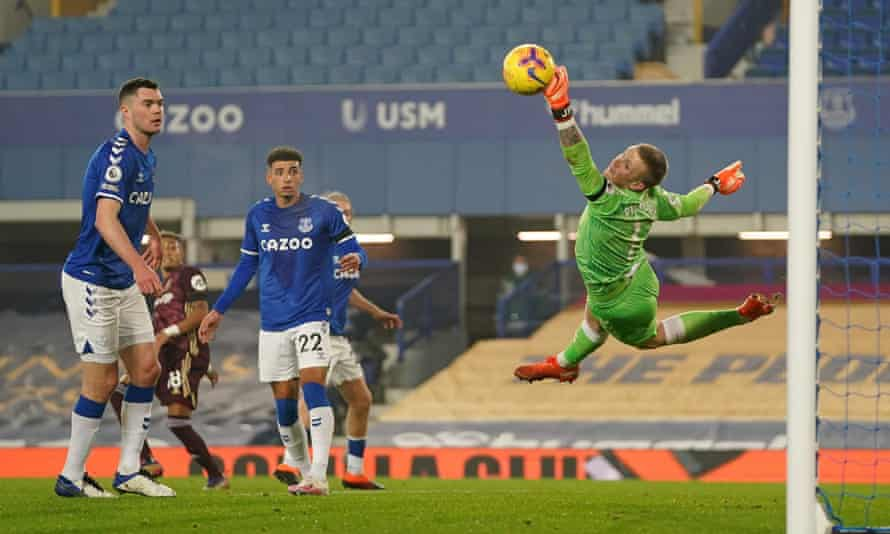 Jordan Pickford was kept busy as Everton's defence struggled to deal with Leeds attacks.