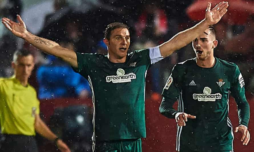 Joaquín celebrates the Betis goal that earned them a 1-0 win over Girona.