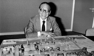 Architect IM Pei poses with the architectural model of the Louvre Pyramid in Paris on 27 September 1985.