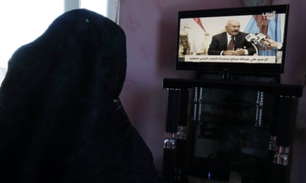 A Yemeni woman watches the former president Ali Abdullah Saleh's television interview.