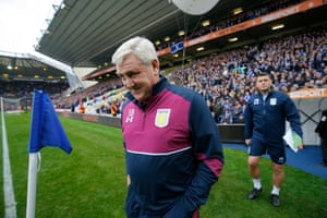 Villa manager Steve Bruce reacts to the boos as he walks out. Bruce's last second-city derby game was as Birmingham boss on 11 November 2007. Blues lost 2-1 and eight days later, with Carson Yeung's takeover looming, he resigned to take charge of Wigan Athletic