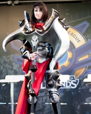 AngieWan dressed as League of Legends character Darius