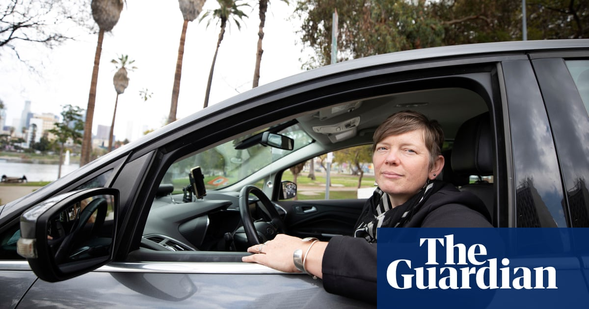 'I made $3.75 an hour': Lyft and Uber drivers push to unionize for better pay