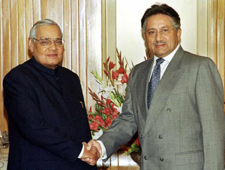 Atal Bihari Vajpayee meets the Pakistani president Pervez Musharraf in Islamabad, 2004.
