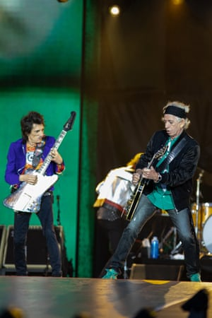 Ronnie Wood and Keith Richards trade prangs at the London Stadium.