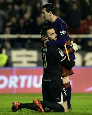 Messi embraces Rayo Vallecano's goalkeeper Juan Carlos.