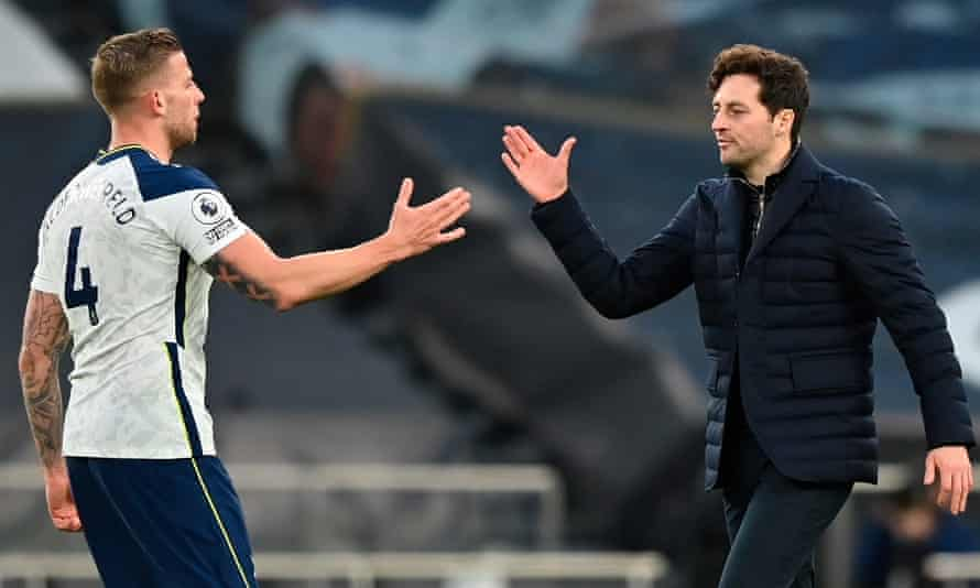 Toby Alderweireld with Tottenham's interim manager Ryan Mason after the win against Southampton