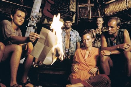 A scene from the film adaptation of The Beach (2000)