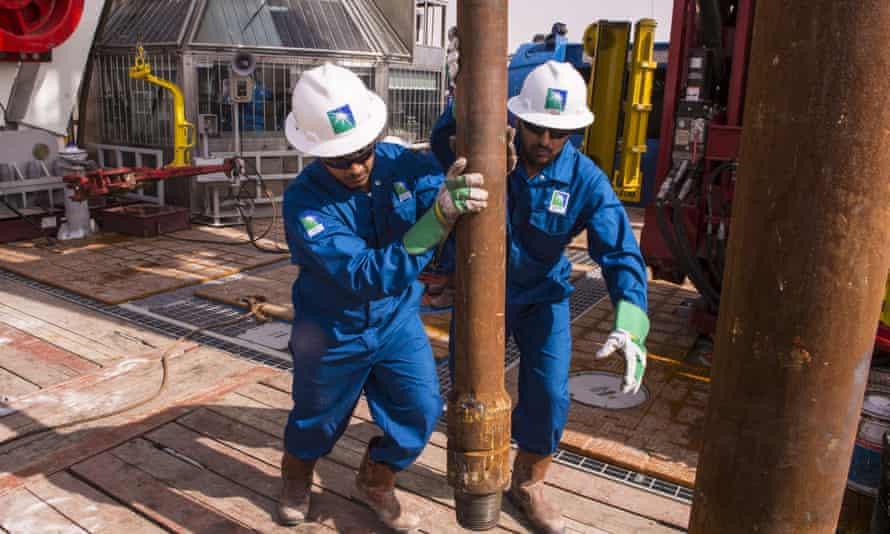 Saudi Aramco workers at an onshore rig.