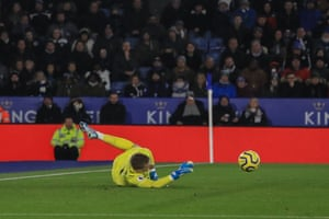 Pickford makes a fingertip save to deny Pereira.