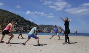 Casa Tekne Retreat, Ibiza. Des training Decca and children with the chef, Radha