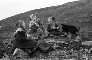 195811.1 North to Lapland Sami women in traditional dress enjoying a break in the bleak environment of Swedish Lapland, fall 1958