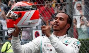 Lewis Hamilton in Monaco with the helmet dedicated to Niki Lauda.
