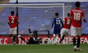 David de Gea sees Mason Mount's shot squirm through him on another difficult day for the Manchester United goalkeeper.