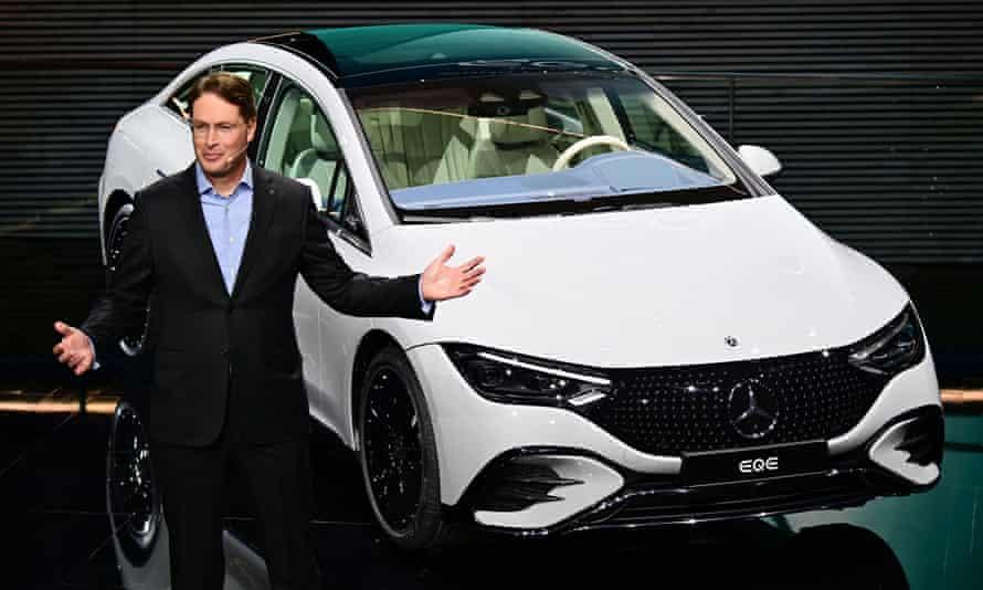 Ola Kaellenius, the head of Mercedes-Benz, presents the Mercedes EQE.