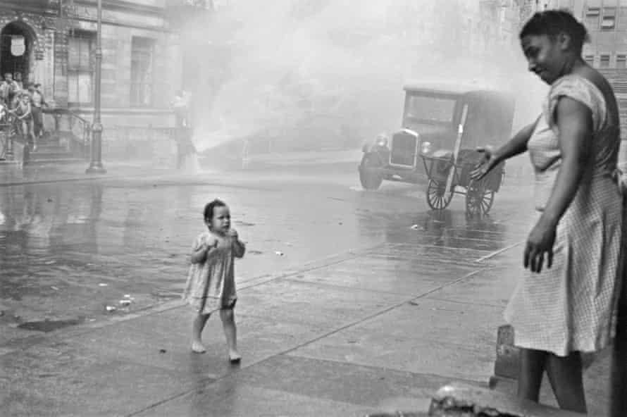 Helen Levitt New York, c 1940.