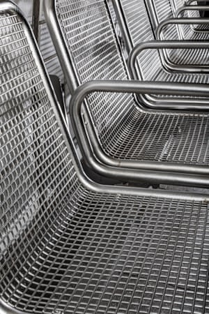Metal bench in Hamburg with armrests to prevent long-term stays and to stop people lying down