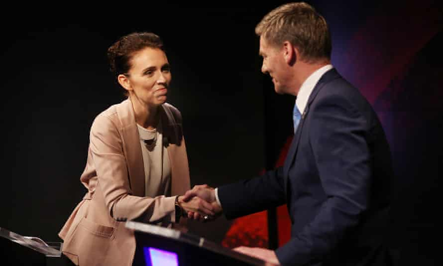 Labour leader Jacinda Ardern and prime minister and Bill English shake hands during the leaders debate. TVNZ)