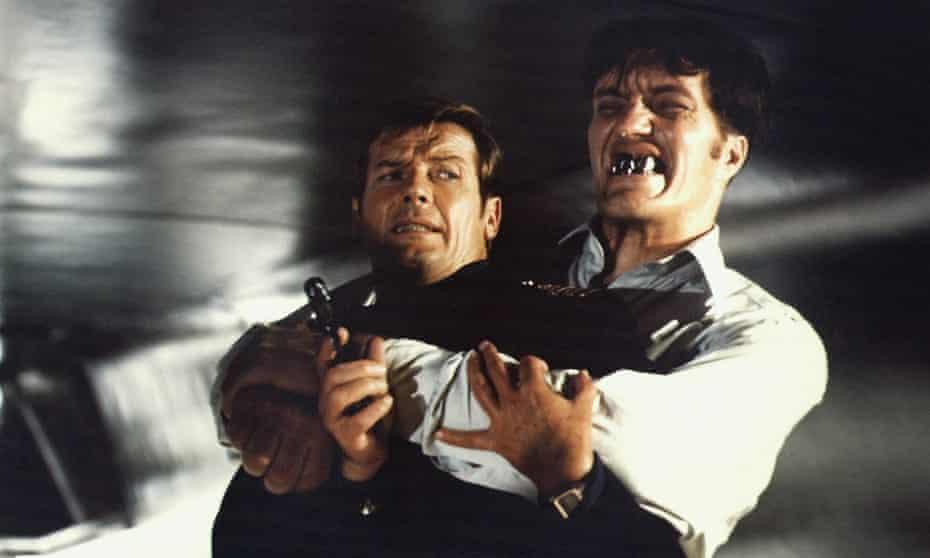جویدن مناظر ... راجر مور و ریچارد کیل.