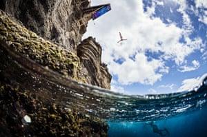 Anna Bader dives