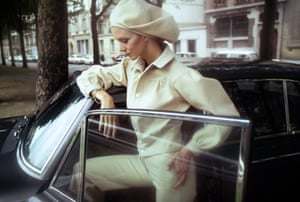 A model wearing a white wool long-sleeved 'pantsuit' and oversized beret by Kenzo for JAP for Vogue, August 1971. The following year, Takada won the Fashion Editor Club of Japan award