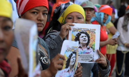 Lenca indigenous women protest against the murder of Honduran enviromnentalist Berta Caceres, in front of the Public Ministry in Tegucigalpa on April 5, 2016.