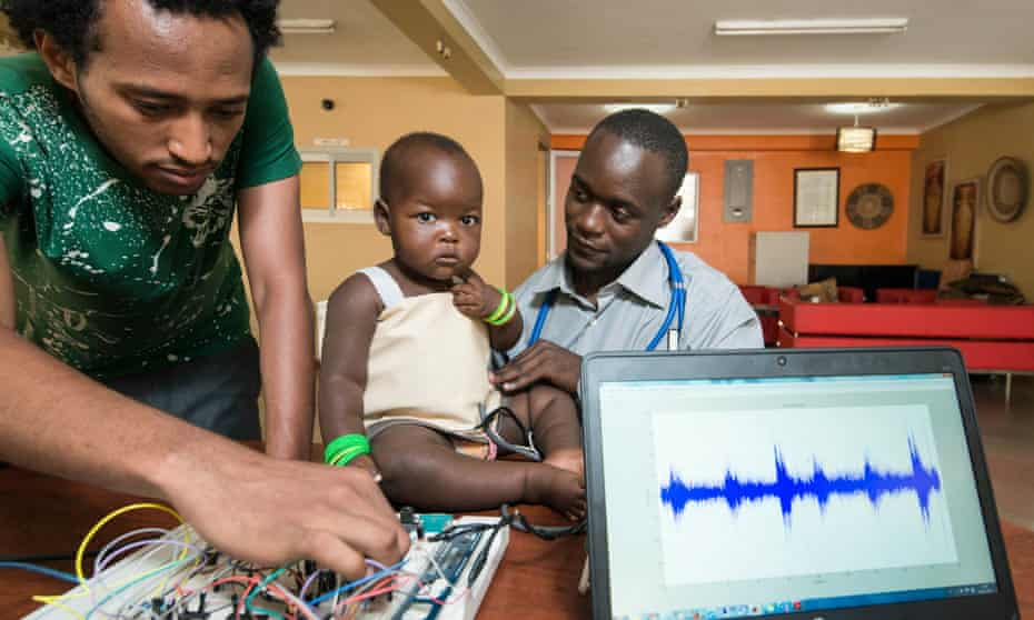 Brian Turyabagye and his team have developed a biomedical kit for early diagnosis and continuous monitoring of pneumonia patients