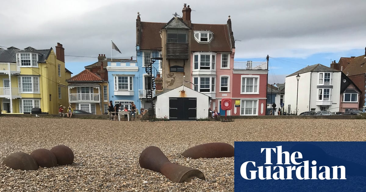 Suffolk town divided over Antony Gormley works placed on beach
