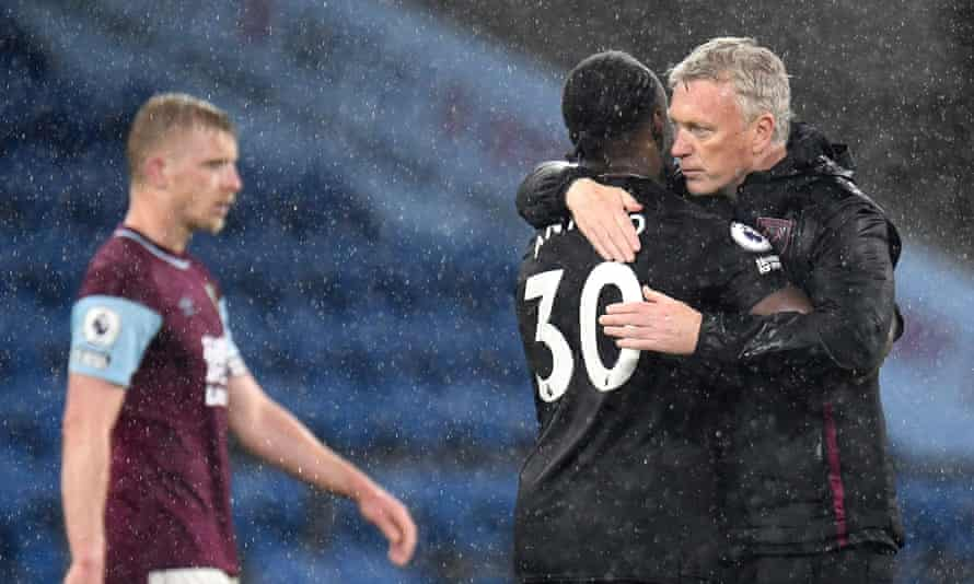 David Moyes embraces Antonio after West Ham's victory