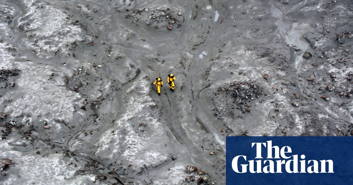 White Island volcano: six bodies recovered in military operation