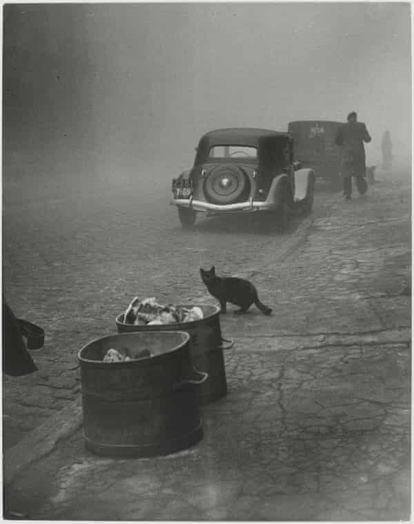 'These images are my spiritual nest eggs' … Petit matin brumeux, Lyon, France, 1950.