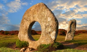 Mên-an-Tol, known locally as the Crick Stone, in Cornwall, a late Neolithic early Bronze Age standing stones, Madron, Cornwall England