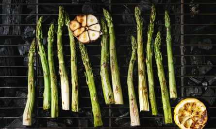 Towards the curve ... barbecue late harvest of boneless asparagus.