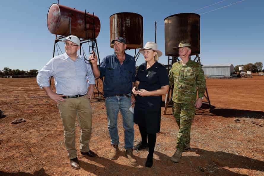 Scott Morrison, with sheep and cattle graziers Stephen and Annabel Tully, and drought coordinator Major-General Stephen Day in Quilpie.