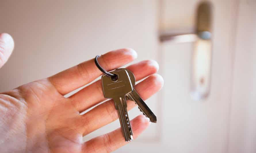 rent a flat, keys in the hand