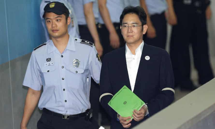 Lee Jae-yong arrives at court in Seoul
