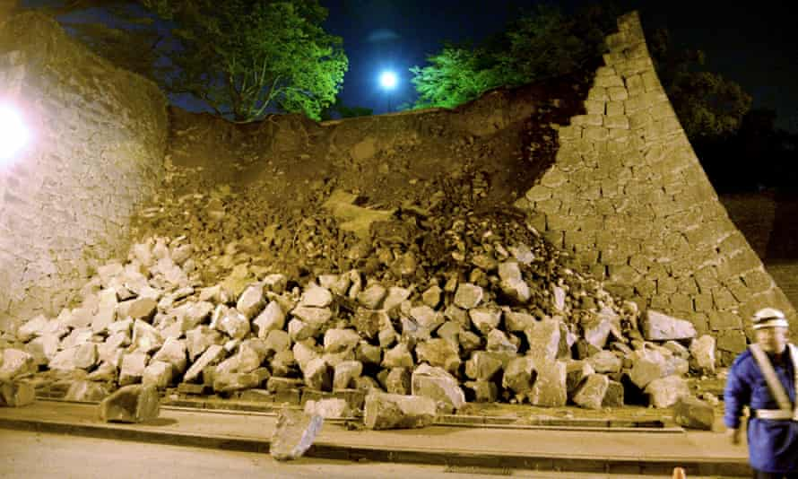 Stone walls of Kumamoto castle collapse after earthquake.
