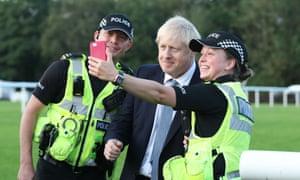 Boris johnson selfie with police officers