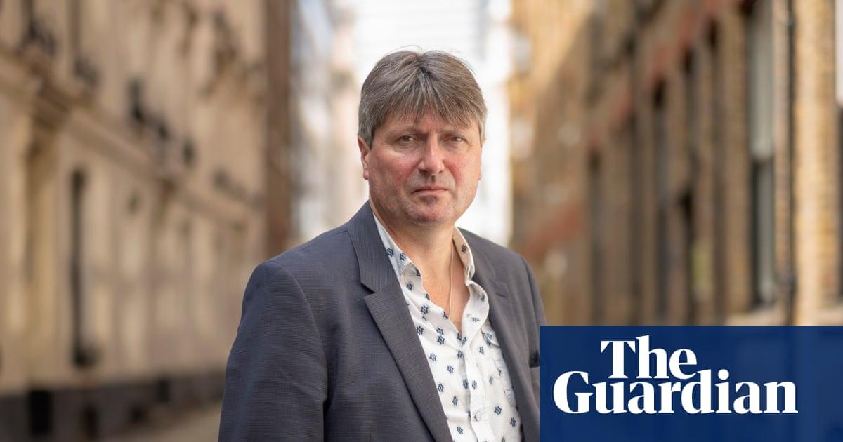 Lockdown: Simon Armitage writes poem about coronavirus outbreak | Books | The Guardian