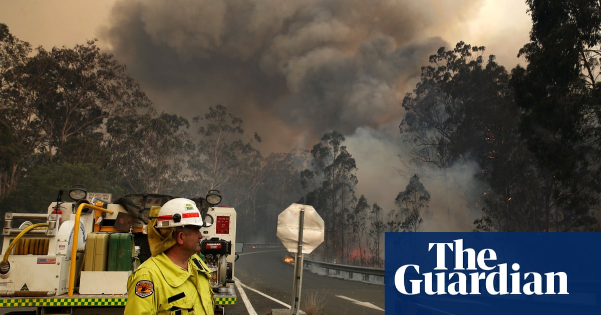 Former Australian fire chiefs say Coalition ignored their advice because of climate change politics - The Guardian