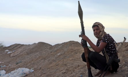 A member of the Yemeni forces backed by the Saudi-led coalition on the outskirts of Hodeidah